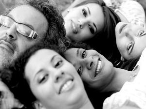 Jerry Espíndola e grupo Pétalas de Pixe (Foto: Maurício Copetti/Divulgação)