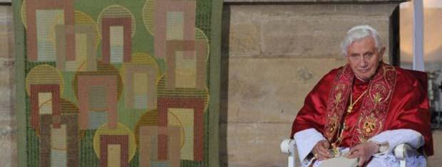 O Papa Bento XVI participa de cerimônia no monastério protestante de Santo Agostinho, na cidade alemã de Erfurt, nesta sexta-feira (23) (Foto: Reuters)