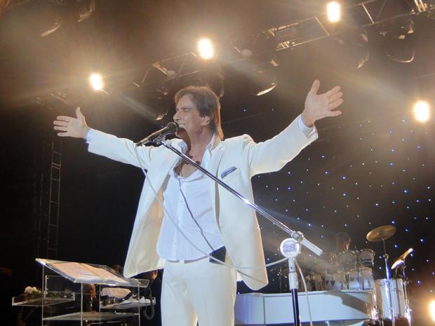 Roberto Carlos sauda público mineiro durante show em BH (Foto: Fernanda Brescia/G1)