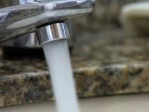 Fata de água em Curitiba (Foto: reprodução TV Globo)