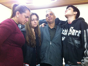 Família de Davi participa de culto em São Caetano (Foto: Kleber Tomaz/G1)