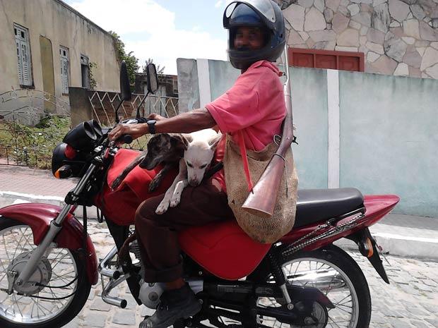 Código de Trânsito prevê regras específicas para transporte de animais, que não se aplicam às motocicletas (Foto: Marcio A. S. Borges/VC no G1) (Foto: Marcio A. S. Borges/VC no G1)