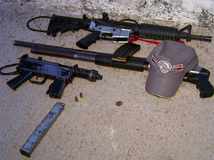 Armas apreendidas com a quadrilha, segundo a PM (Foto: Reprodução/EPTV)