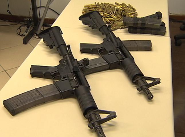 Arma de grosso calibre (Foto: Reprodução/ TVBA)