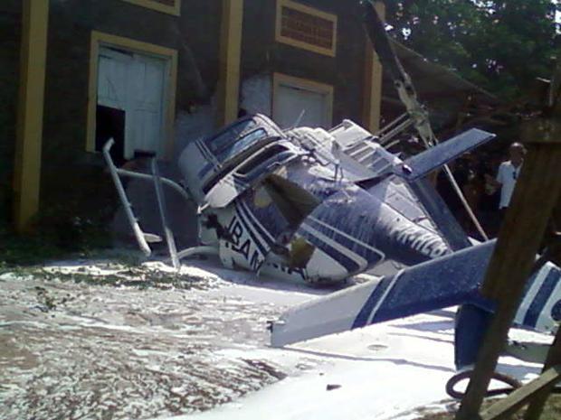 Helicóptero cai em Itaituba, no Pará (Foto: Enoque Pereira Correia/VC no G1)