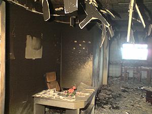 Rádio comunitária é incendiada em Massaranduba, PB (Foto: Marcos Vasconcelos/TV Paraíba)