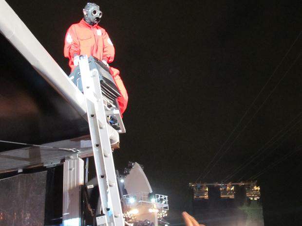 O DJ Starscream, que se jogou na plateia durante show do Slipknot (Foto: G1)
