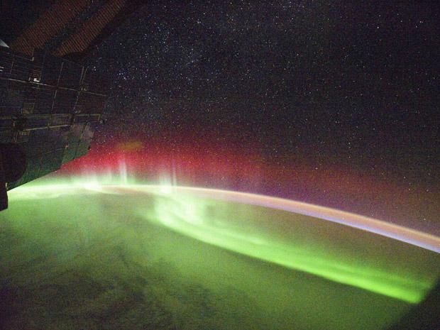 Foto de Aurora tirada nesta segunda (26) da Estação Espacial Internacional (Foto: Reuters/Nasa)