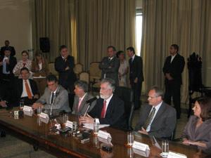 Coletiva com autoridades da segunraça do Rio de Janeiro foi feita no Tribunal de Justiça (Foto: Patrícia Kappen/G1)