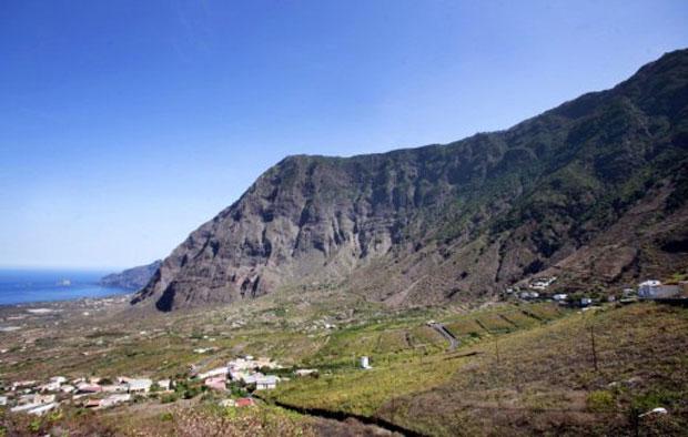 Ilhas Canárias ficam no Oceano Atlântico, próximas à costa do Marrocos. El Hierro é a ilha mais ocidental do arquipélago (Foto: AFP)