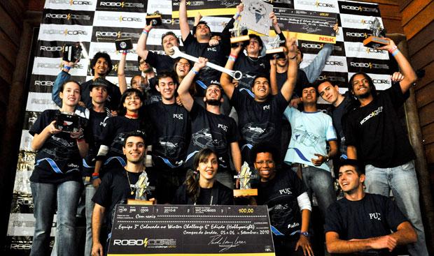 Equipe RioBotz, recebendo prêmio no Winter Challenge em 2010 (Foto: Divulgação)