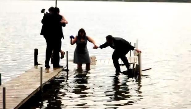 Cena ocorreu no lago Sugarloaf, na região de Detroit (EUA). (Foto: Reprodução/YouTube)