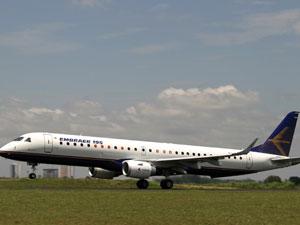 O jato comercial Embraer 195 (Foto: Divulgação/Embraer)