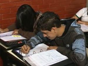 Estudantes em Belo Horizonte voltam às aulas após quase quatro meses de greve estadual (Foto: Reprodução/TV Globo)