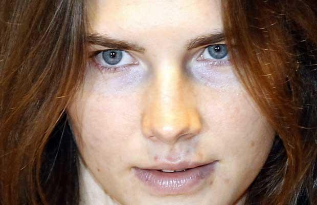 A estudante americana Amanda Knox chega ao tribunal em Perugia, na Itália, nesta quinta-feira (29) (Foto: AP)