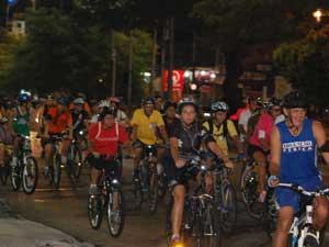 Participantes no percurso da primeira edição da Bicicletada de Manaus (Foto: Divulgação)