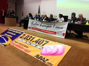 Ato em comemoração ao aniversário de um ano da aprovação da Lei da Ficha Limpa, no Congresso Nacional. (Foto: Larissa Gomes/G1)