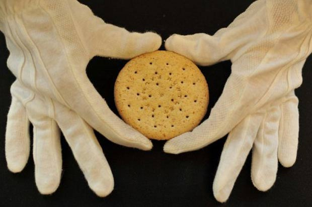 Biscoito Huntley e Palmers foi leiloado na quinta. (Foto: Ben Stansall/AFP)