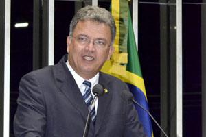 Senador Sérgio Petecão em discurso no plenário do Senado no começo de agosto (Foto: Waldemir Barreto / Agência Senado )