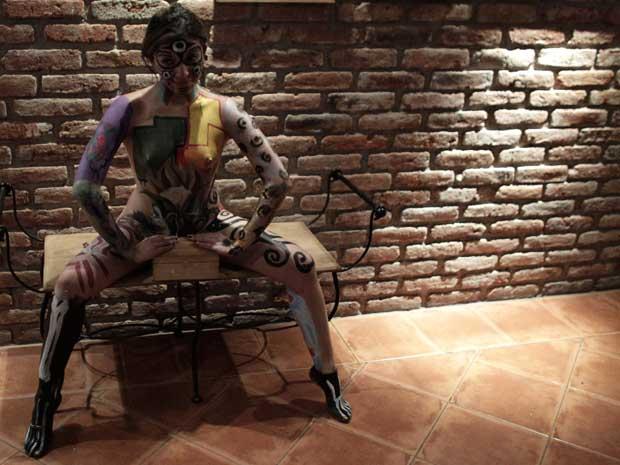 Modelo posa nesta sexta-feira (30) no evento 'Alebrijes Humanos', de pintura corporal, na Cidade do México (Foto: Henry Romero/Reuters)