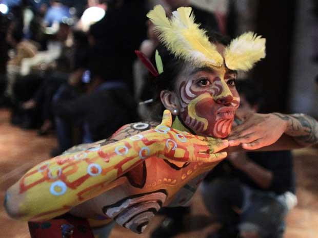 Cerca de 20 modelos e 20 artistas tomaram parte da exposição (Foto: Henry Romero/Reuters)