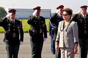 Presidente passa tropas em revista na chegada à Bélgica (Foto: Roberto Stuckert / Presidência)