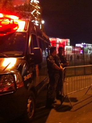 Segurança reforçada no lado de fora da Cidade do Rock (Foto: G1)