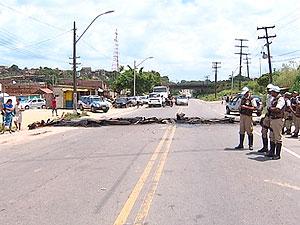 Protesto após atropelamento de garoto (Foto: Reprodução/TV Bahia)