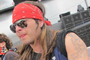 F ssia de Axl Rose dorme na fila para ver dolo  (Tssia Thum/G1)
