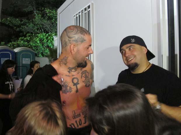O vocalista do Detonautas Rock Clube, Tico Santa Cruz, logo após show no Rock in Rio (Foto: Marcus Vinícius Brasil/G1)