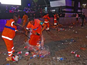 Garis da Comlurb recolhem o lixo da Cidade do Rock (Foto: Divulgação/Comlurb)