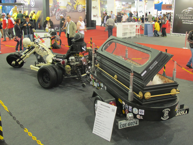 Triciclo tem motor 2.0 volkswagen que tem 150 cv de (Foto: Rafael Miotto/ G1)