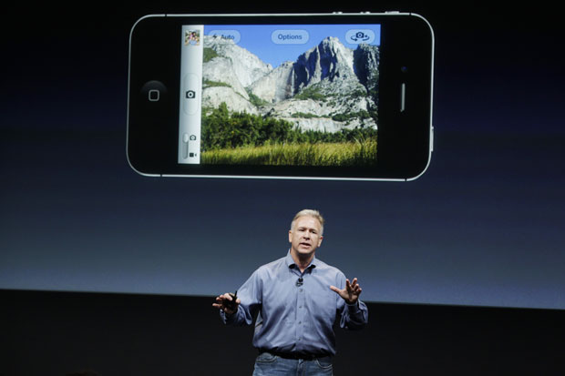 Phil Schiller fala sobre a câmera do novo iPhone 4S (Foto: Paul Sakuma/AP)