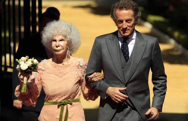 Duqesa posa com o marido após o casamento (Foto: Marcelo Del Pozo/Reuters)