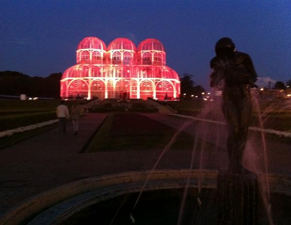 globo iluminacao jardim:G1 – Jardim Botânico, em Curitiba, recebe iluminação cor de rosa