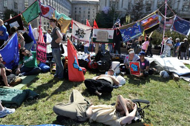 Participantes do novo movimento 'Occupy DC' acampam na Freedom Plaza, no centro de Washington D.C. (Foto: AFP)