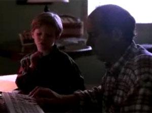 Pai não consegue mostrar CD-Rom para o filho no PC (Foto: Reprodução)