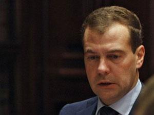 Dmitry Medvedev em reunião  nesta sexta (7) em sua residência, em Moscou (Foto: AFP)