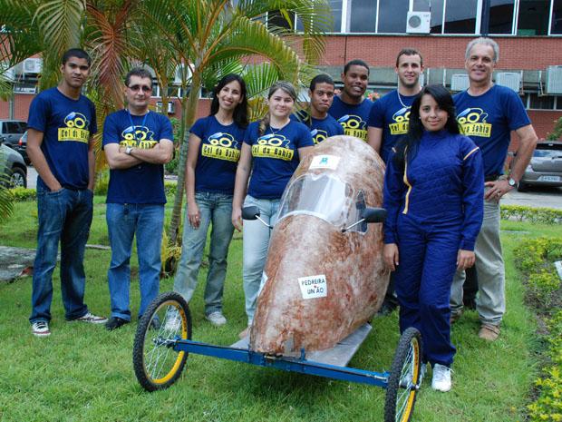 estudantes criam carro com fibra de coco (Foto: Divulgação)