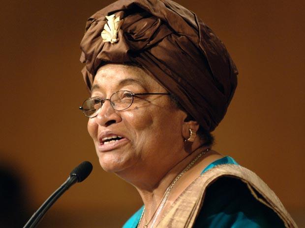 Ellen Johnson Sirleaf dá palestra na universidade americana de Harvard em 2006  (Foto: AP)