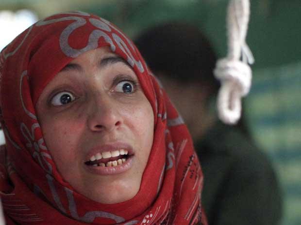 A  jornalista, ativista e Nobel da Paz Tawakul Karman nesta sexta-feira (7) em Sanaa, capital do Iêmen (Foto: Reuters)