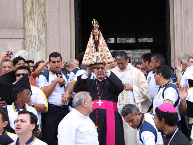 Imagem de Nossa Senhora de Nazaré é levada em romaria nesta sexta-feira (7) (Foto: Divulgação/Círio de Nazaré 2011)