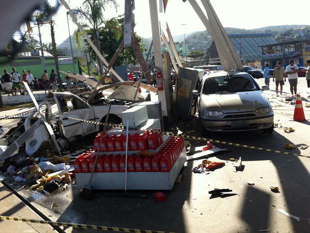 Pai e filho escaparam de explosão em posto de gasolina no RJ (Foto: Renata Soares/G1)