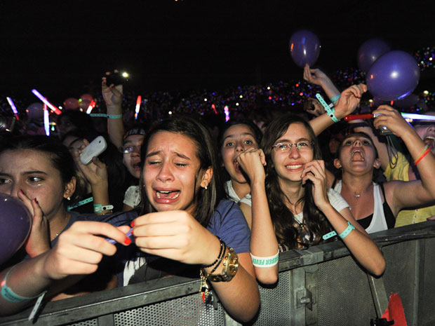 Adolescentes choraram durante o show de Justin Bieber (Foto: Flávio Moraes/G1)