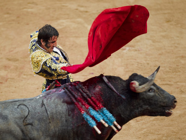 Foto de arquivo mostra Padilla durante tourada em 10 de julho, em Pamplona (Foto: /Daniel Ochoa de Olza / AP)