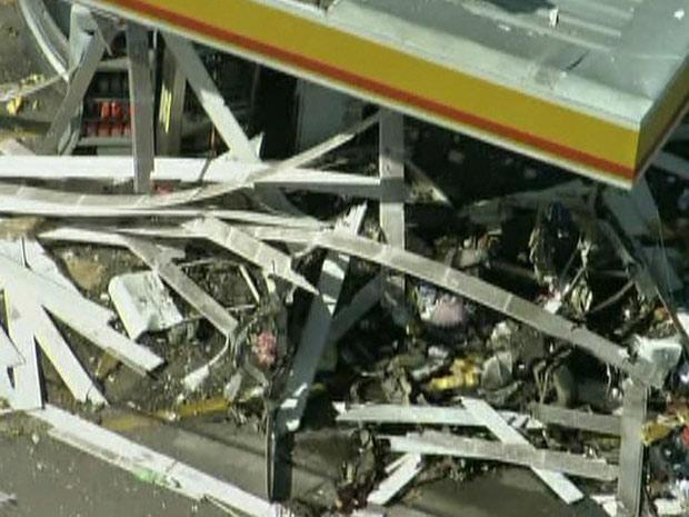 Carro explode em posto de gasolina (Foto: Reprodução/TV Globo)
