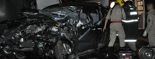 Quatro pessoas morreram em acidente na BR-070 (Foto: Leandro J. Nascimento/G1)