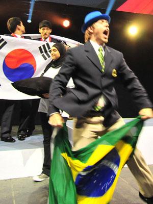 Estudante de ensino profissionalizante comemora medalha de ouro para o Brasil (Foto: Divulgação/World Skills)