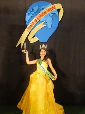 Ana Paula é a primeira brasileira a ser coroada Miss Teen World (Foto: Divulgação/ Daniela D'Ávila)