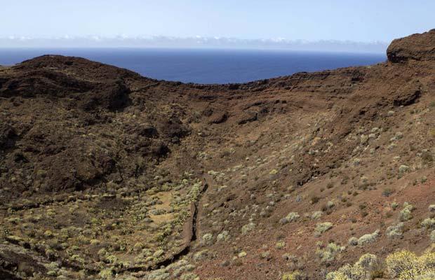 Cone vulcânico no sul da ilha de El Hierro, nas Canárias, em 1º de outubro (Foto: Reuters)